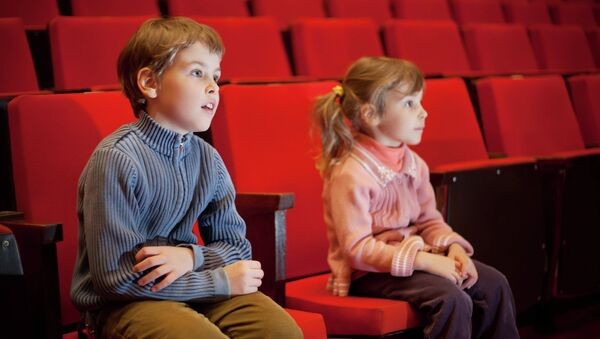 Дети в кинотеатре. Архивное фото