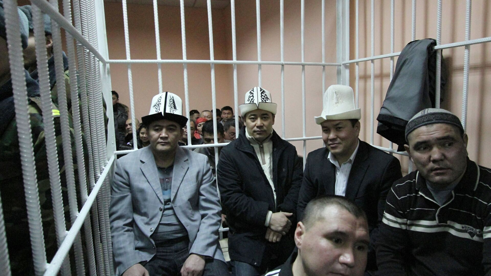 Суд оставил под стражей обвиняемых в захвате власти в Киргизии - РИА Новости, 1920, 06.10.2020