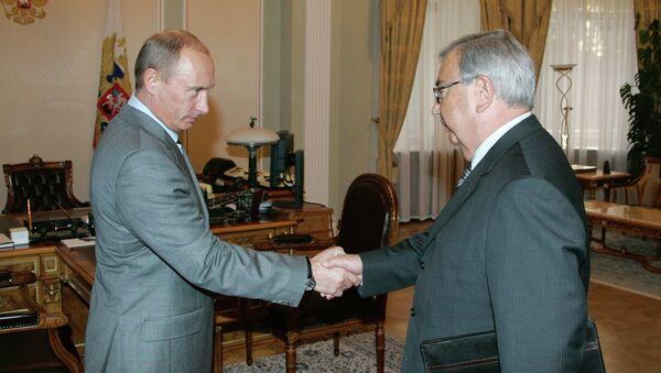 Президент РФ Владимир Путин и глава Торгово-промышленной палаты РФ Евгений Примаков, 2007 год