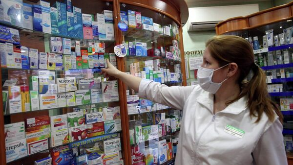 Лекарственные средства от гриппа и простуды в аптеке. Архив