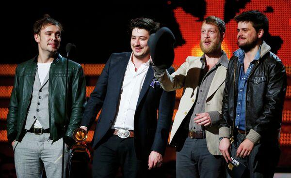 Группа Mumford & Sons на церемонии вручения 55-й юбилейной премии Грэмми