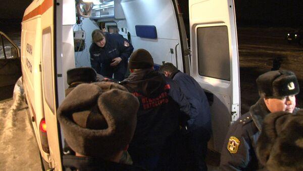 Московские врачи встречали со скорой у самолета раненого шахтера из Коми