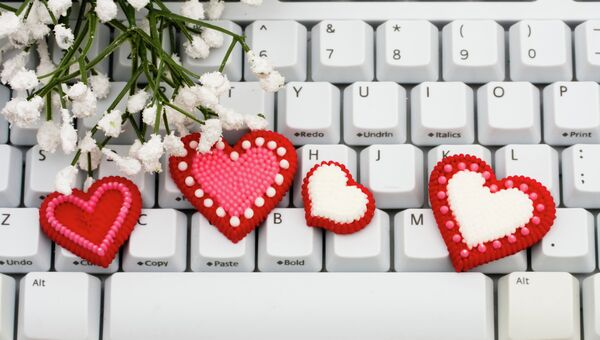 Клавиатура, украшенная сердцами ко Дню Святого Валентина