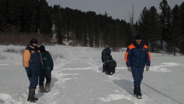 Поиски туристов, застрявших на снегоходах в горах Алтая