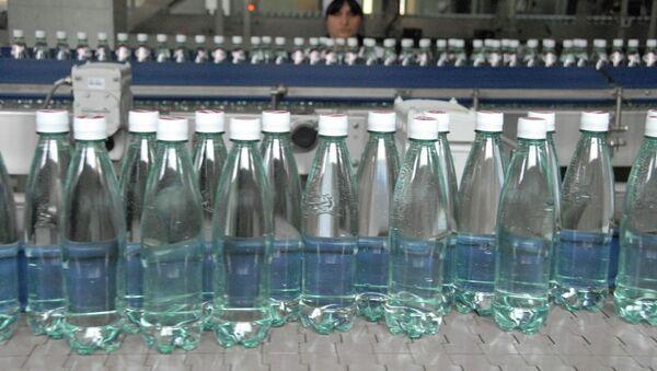 Бутылки с минеральной водой Боржоми