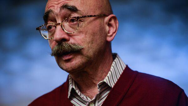 Художник-карикатурист Андрей Бильжо во время презентации своей книги Моя Венецияв Гоголь-центре