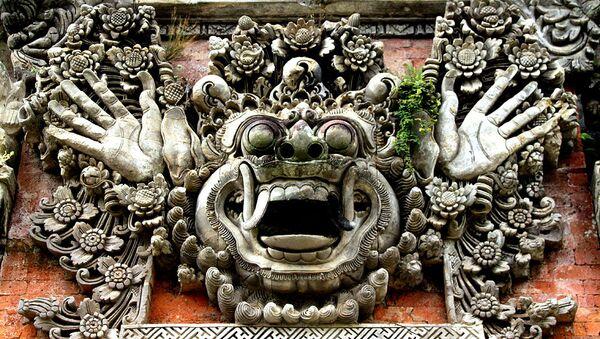 Устрашающее изображение кала или бута на стенах балийского храма