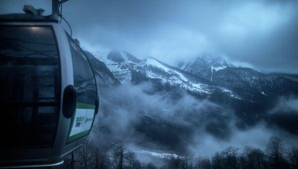 Вид горнолыжного курорта Роза Хутор с подъемника. Прхив