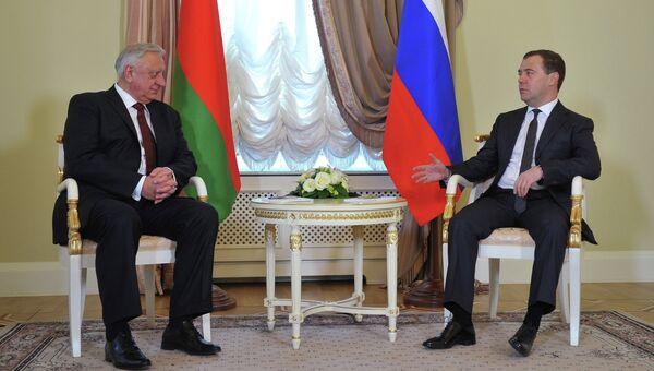 Дмитрий Медведев и Михаил Мясникович, архивное фото.