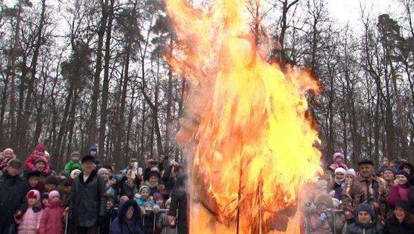Москвичи мастерили кукол-веснянок и сжигали чучело Масленицы в Филях