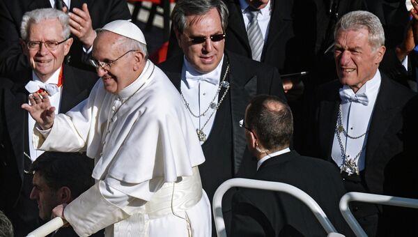 Папа Римский Франциск во время церемонии интронизации на площади Святого Петра в Ватикане