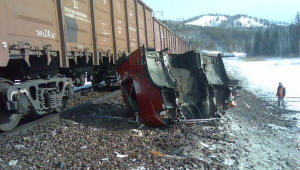 Поезд и фура столкнулись в Красноярском крае