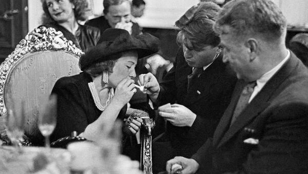 Американская киноактриса Франческа Гааль (1904-1973) в Москве, 1945