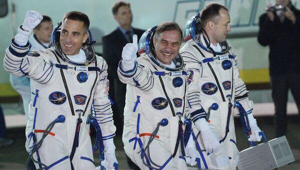 Астронавт НАСА Кристофер Кэссиди и космонавты Роскосмоса Павел Виноградов и Александр Мисуркин. Архивное фото