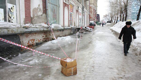 Гололед на улице Новосибирска, фото из архива