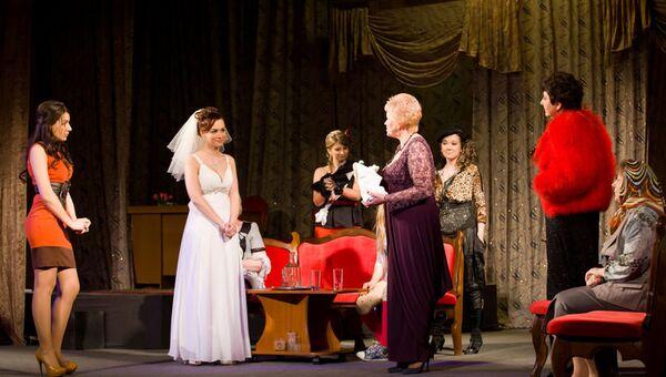 Сцена из спектакля Комната невесты в Уссурийске