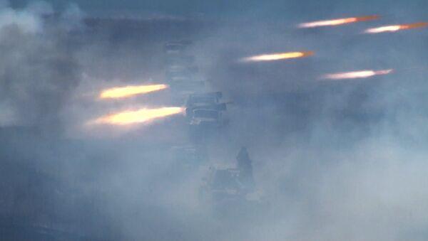 Военные расстреляли врага из гаубицы Мста-С и реактивных систем Град