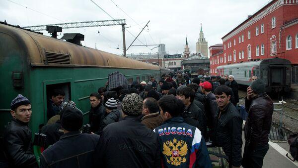 Пассажиры поезда Москва-Душанбе, архивное фото