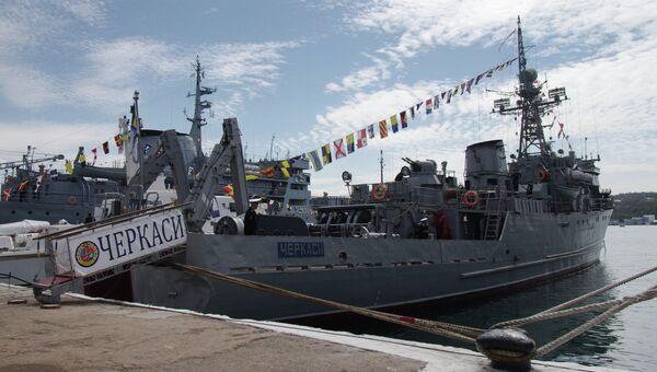 Морской тральщик ВМС Украины Черкассы в порту Севастополя