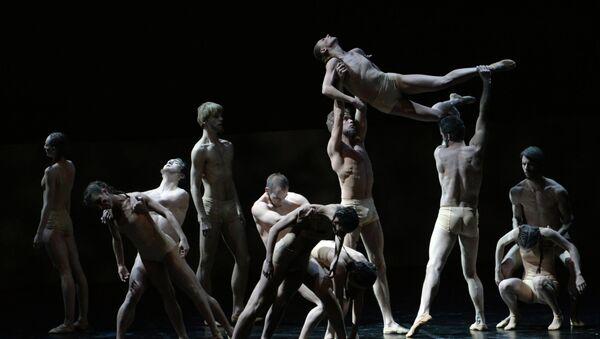 Балет Весна священная Эдварда Клюга на сцене Александринского театра в Санкт-Петербурге