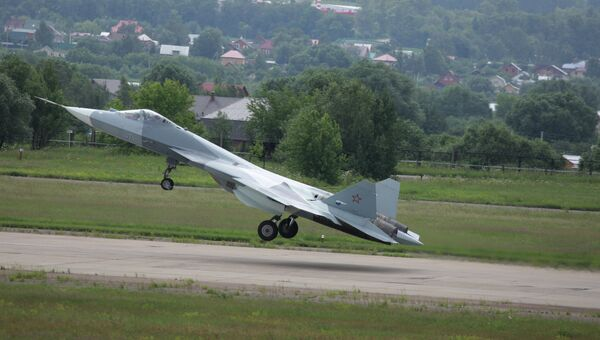 Испытания нового боевого самолета пятого поколения Т-50. Архивное фото