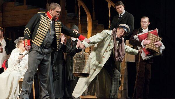 Сцена из спектакля в Малом театре. Архивное фото