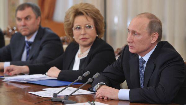 В.Путин на встрече с членами президиума совета законодателей