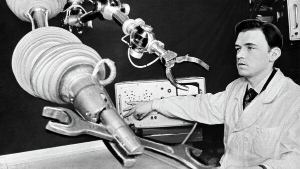 Испытание лабораторного образца робота в Ленинградском политехническом институте, 1973