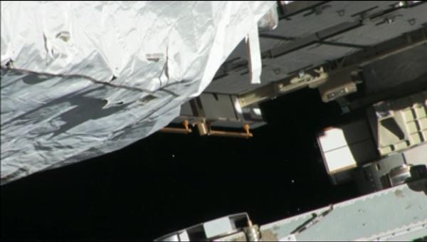 Аммиачные снежинки, замеченные астронавтами из иллюминатора МКС