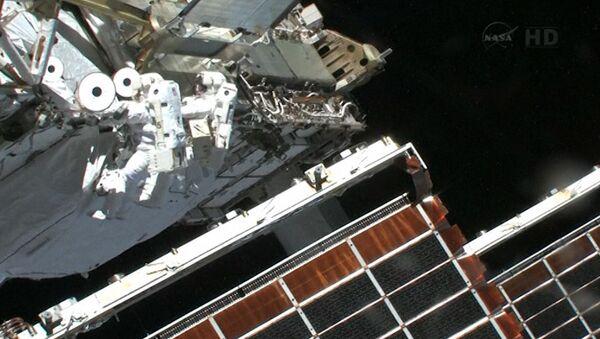 Астронавты остановили аммиачный снегопад после ремонта МКС