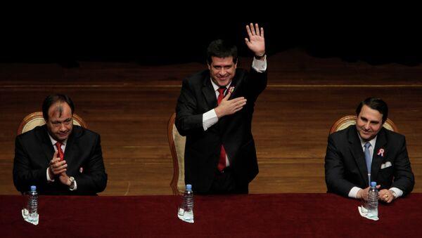 Орасио Картес (в центре) официально объявлен избранным президентом Парагвая