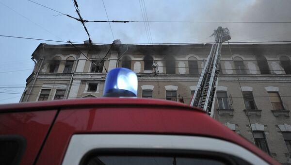 Тушение пожара в Москве. Архивное фото