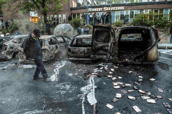 Автомобили, сожженные в результате беспорядков в Стокгольме