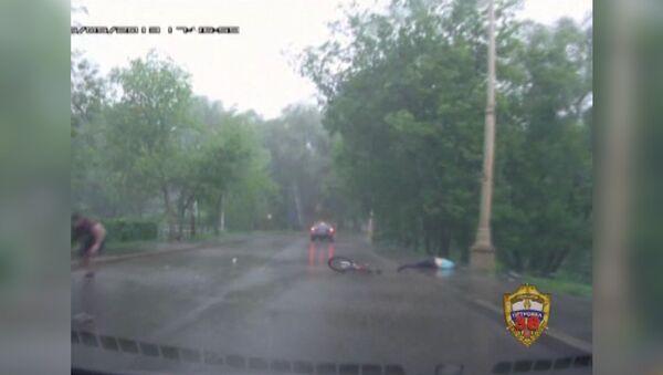 Кадры ДТП с велосипедистами на ВВЦ. Запись видеорегистратора