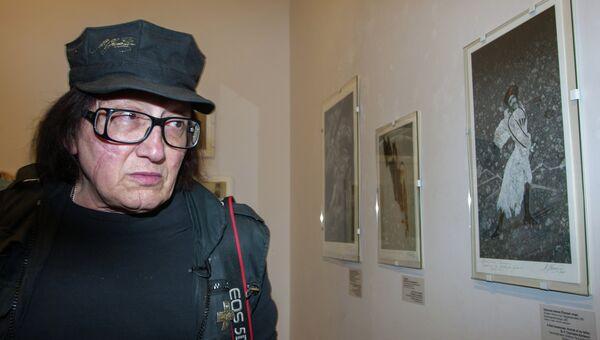 Художник Михаил Шемякин на открытии своей выставки Тротуары Парижа
