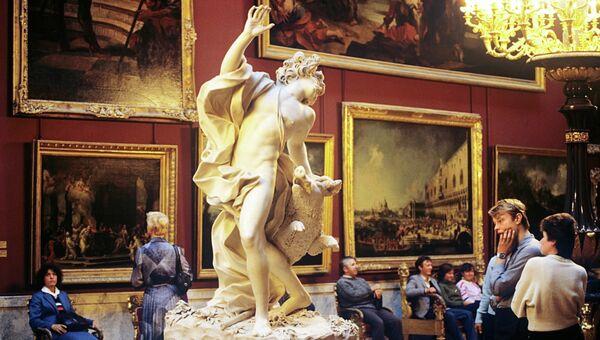 В зале итальянского искусства XVII-XVIII вв. Государственного Эрмитажа