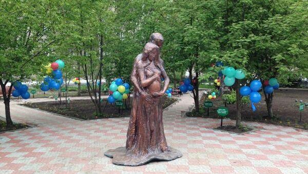 Статую женщины, которая помогает забеременеть, установили в Новосибирске