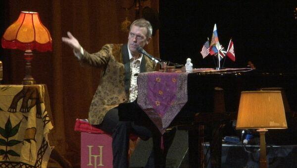 Шоу в винтажном стиле от Хью Лори: шутки, песни и игра на рояле в Кремле