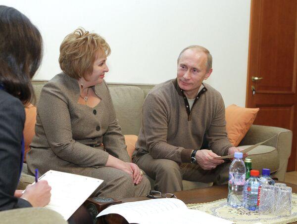 <br><br>На фото: 16 октября 2010 г. Владимир Путин и его супруга Людмила Путина во Всероссийской переписи населения в загородной резиденции в Ново-Огарево