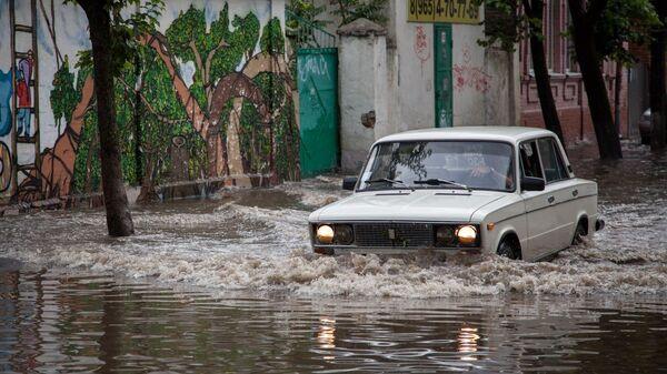 ВКраснодаре из-за сильных дождей затопило 30 улиц
