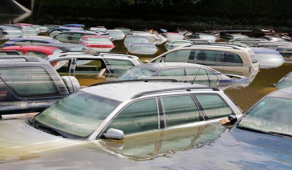 Затопленные автомобили в Фишердорфе, Германия