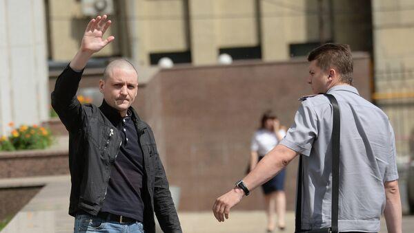 Координатор Левого фронта Сергей Удальцов у здания Следственного комитета России