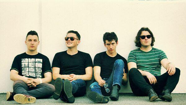 Группа Arctic Monkeys впервые приедут в Россию на первый фестиваль Субботник