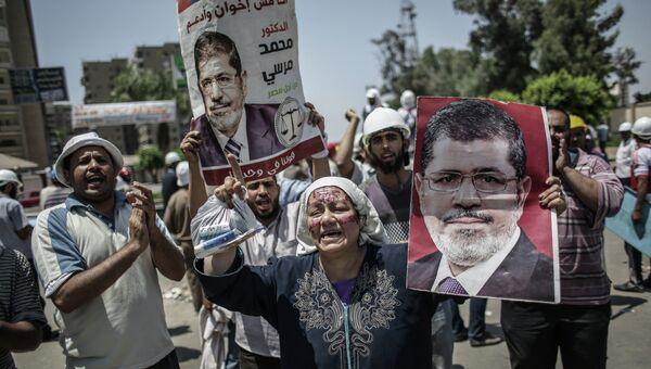 Сторонники свергнутого президента Моххамеда Мурси в палаточном лагере у мечети Рабиа Аддавия в Каире