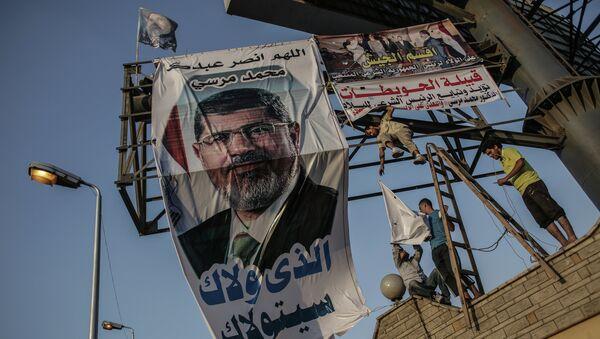 Баннер с фотографией свергнутого президента Моххамеда Мурси. Архивное фото