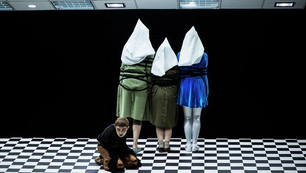 Сцена из спектакля Танго-квадрат