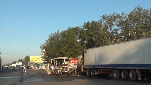 Автобус сгорел после ДТП с МАЗом в Новосибирске