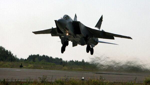 Взлет самолета МИГ-31. Архивное фото