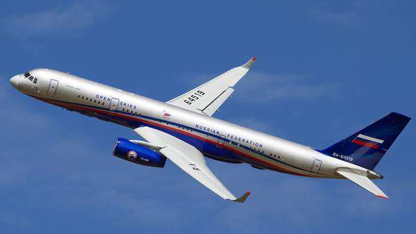 Самолет авиационного наблюдения Ту-214ОН. Архив