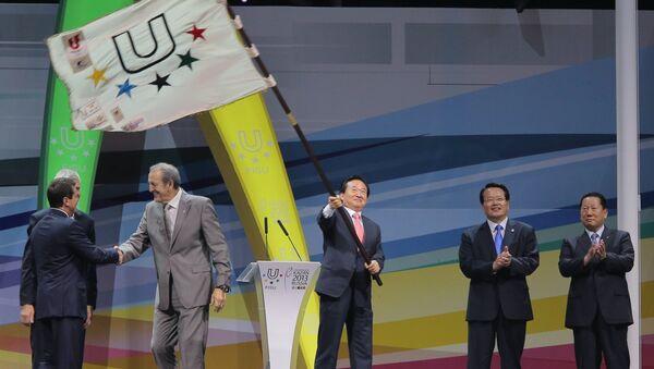 Мэр корейского города Кванджу (в центре)